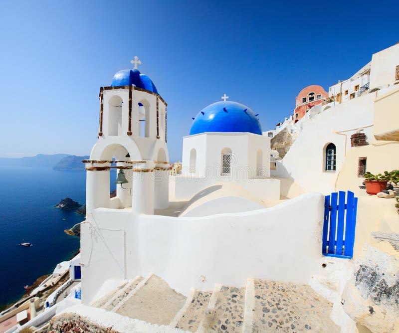 Igreja em Santorini, Greece do estilo do grego clássico imagens de stock royalty free