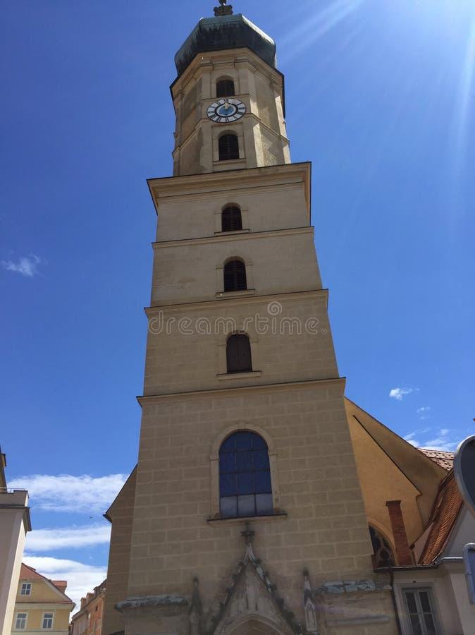 Igreja em um dia ensolarado imagens de stock royalty free