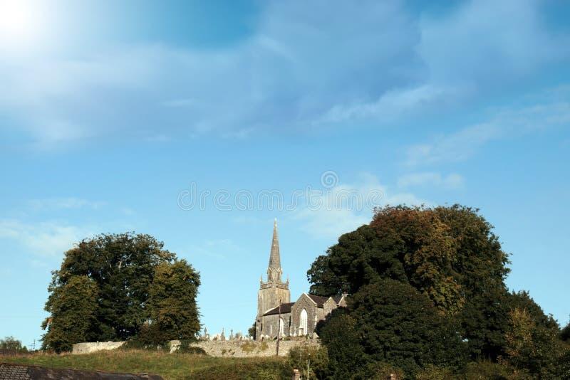 Igreja em uma cume fotos de stock
