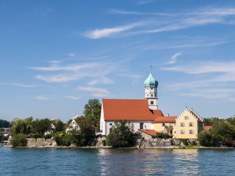 A igreja em Wasserburg é Bodensee, lago Constance, Alemanha fotografia de stock