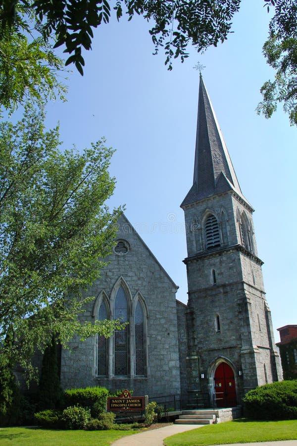 Igreja episcopal de pedra cinzenta, torre, Keene do centro, Hampsh novo foto de stock royalty free