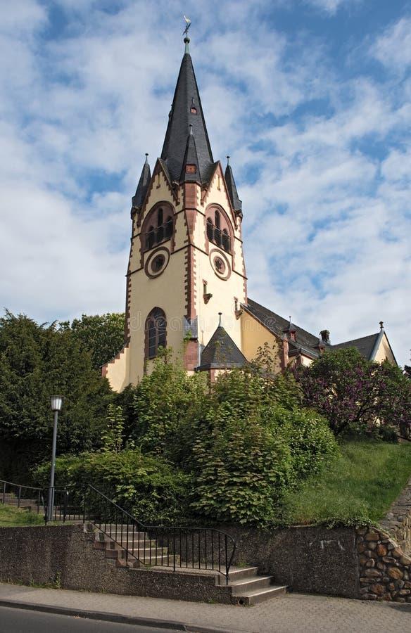 A igreja evangélica do ` s de St John, taunus do am do hofheim, Alemanha fotografia de stock