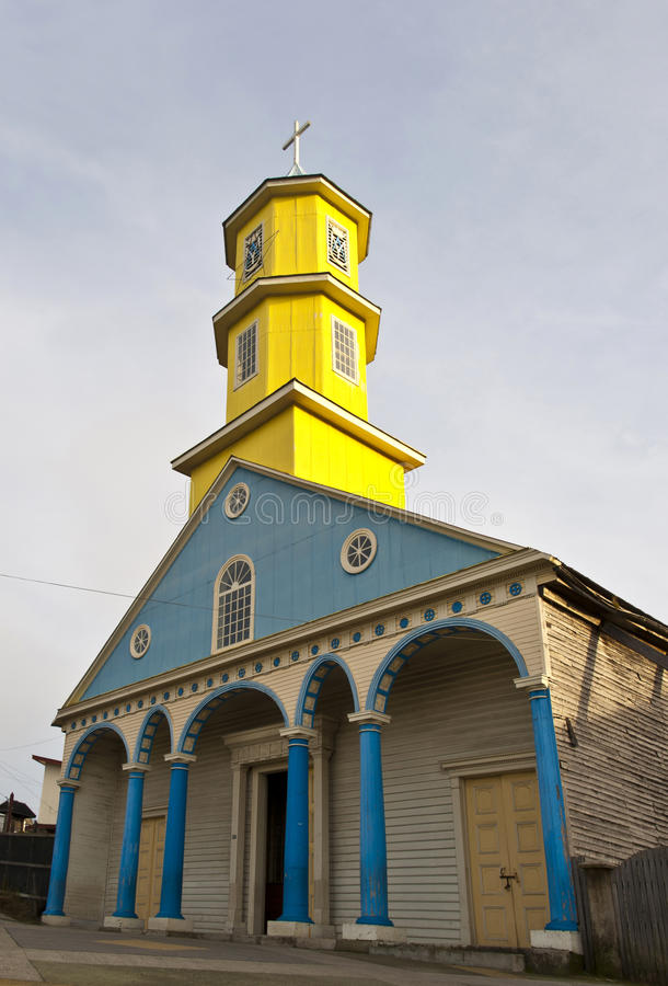 Igreja famosa da madeira na ilha de Chiloe, o Chile foto de stock