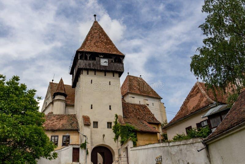 Igreja fortificada em Bazna, Romênia fotos de stock