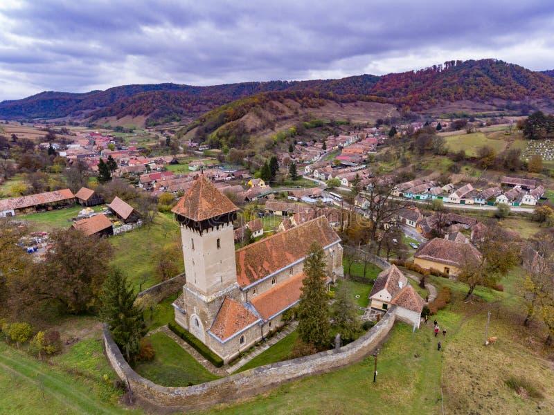 Igreja fortificada na vila saxona tradicional Malancrav, Tra foto de stock royalty free