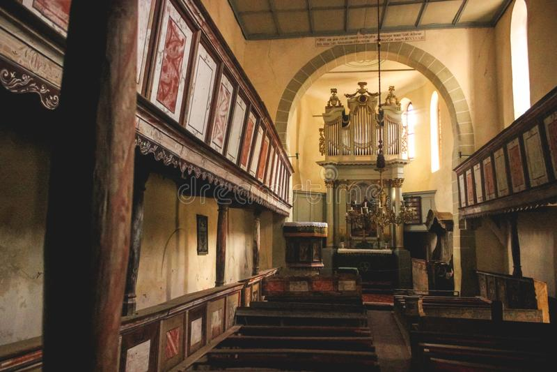 Igreja fortificada Viscri interna, Romênia fotografia de stock royalty free