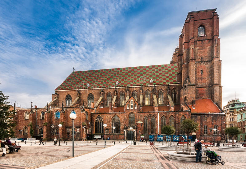 Igreja gótico de St Mary Magdalene em Wroclaw imagens de stock royalty free