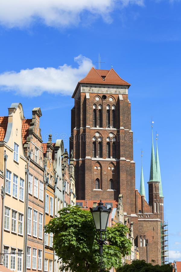 Igreja gótico do ` s de St Mary do tijolo do século XVI, exterior, Gdansk, Polônia foto de stock