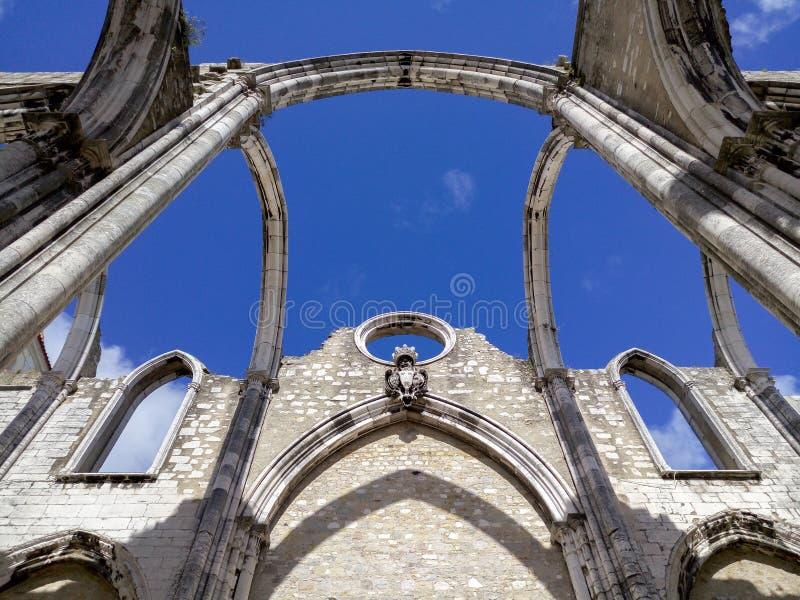 Igreja gör Carmo fördärvar i Lissabon royaltyfri foto