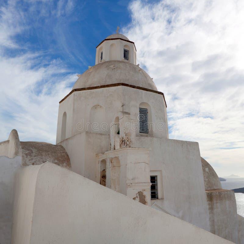 Igreja grega tradicional em Oia em Santorini, Cyclades, Grécia imagens de stock royalty free