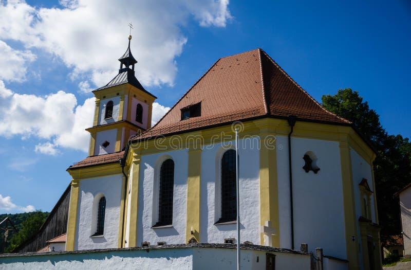 Igreja Griesstetten Dietfurt da peregrinação no céu azul Baviera, Alemanha fotografia de stock royalty free