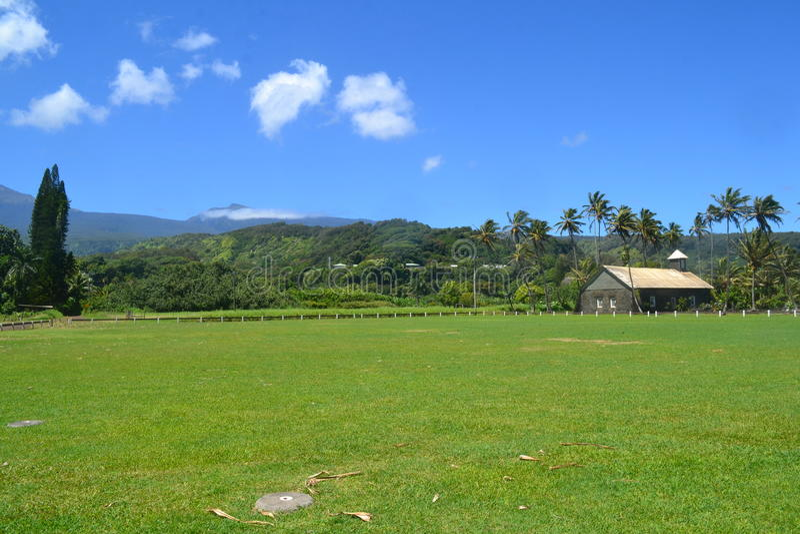 Igreja havaiana na floresta úmida imagem de stock