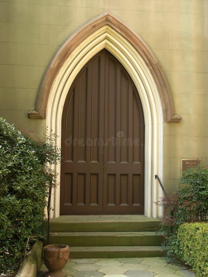Igreja histórica porta arqueada 2 foto de stock royalty free