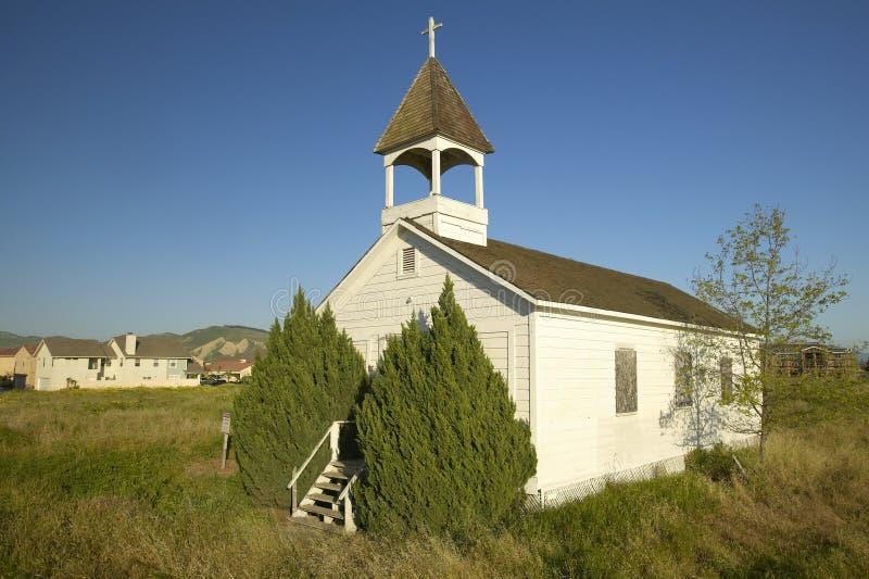 Igreja histórica velha perto de Somis, Ventura County, CA com ideia da construção home nova da invasão imagens de stock royalty free