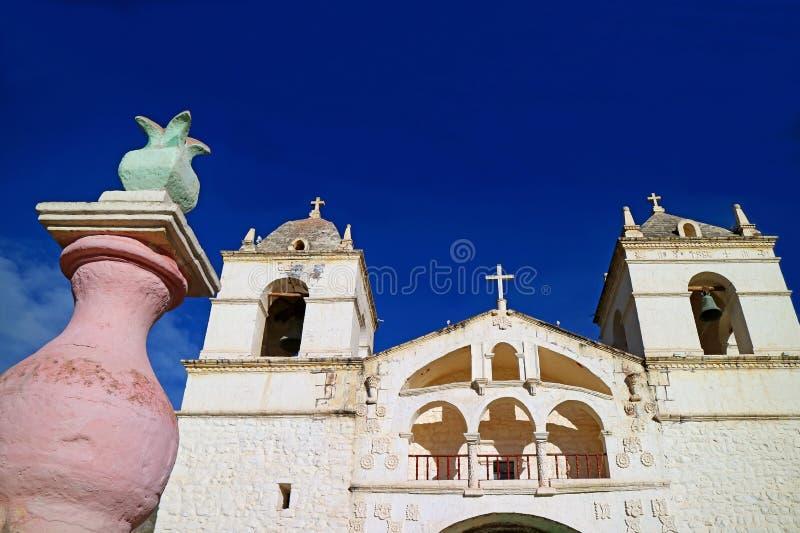 Igreja impressionante de Santa Ana de Maca perto da garganta de Colca, região de Arequipa do Peru foto de stock royalty free