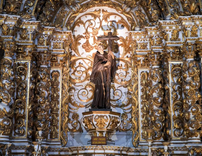 Igreja interior e Convento de São Francisco en Bahía, Salvador - el Brasil imágenes de archivo libres de regalías