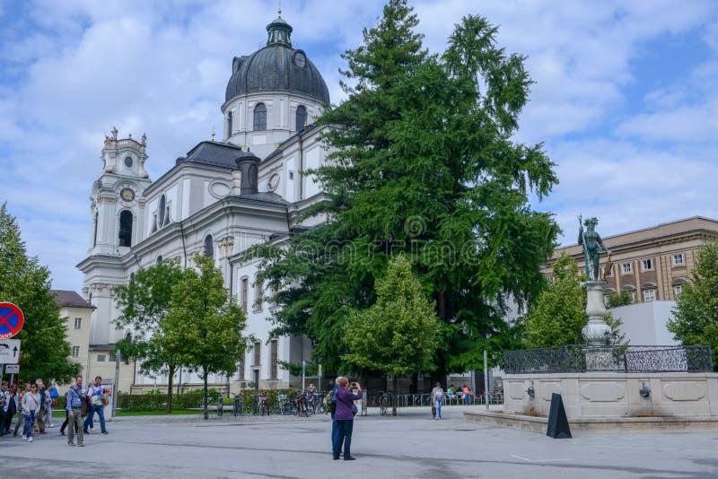 Igreja Kollegienkirche da universidade situado em Salzburg, Áustria foto de stock