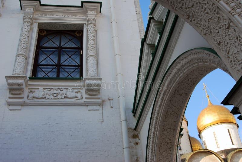 Igreja lapidada da câmara e do Dormition do Kremlin de Moscou Foto a cores foto de stock