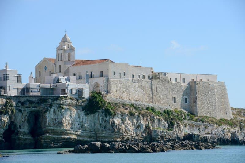 Igreja na cidade de Vieste em Puglia imagens de stock royalty free