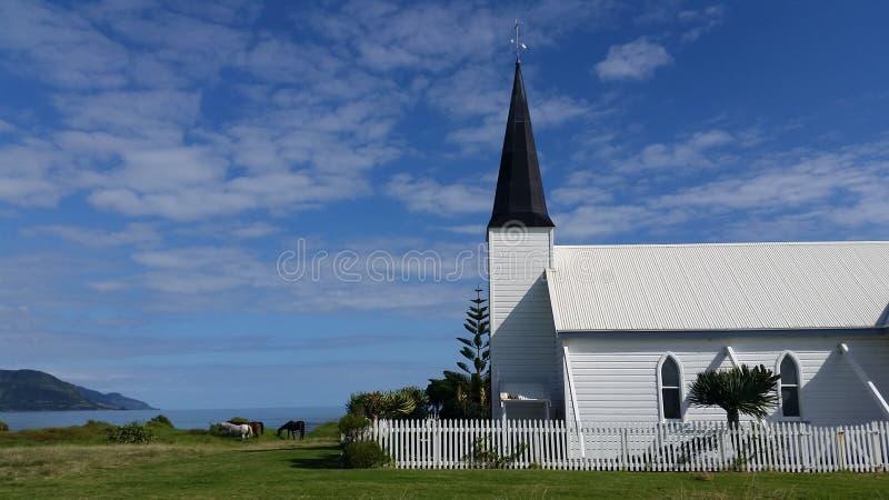 Igreja na costa imagem de stock