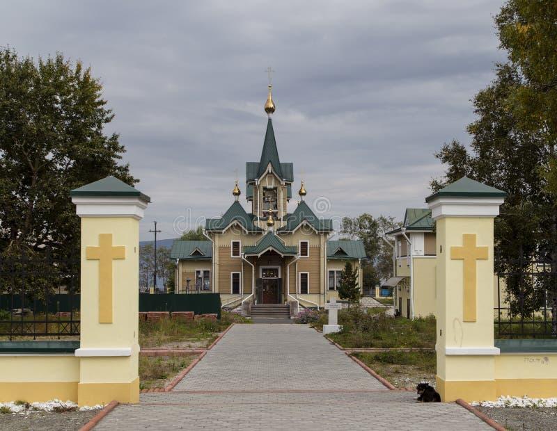 A igreja na estação de trem do sludyanka, Federação Russa fotografia de stock royalty free