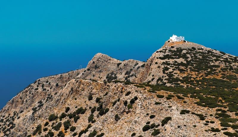 Igreja na montanha grega imagem de stock