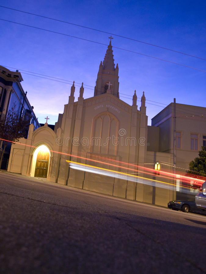 Igreja na noite fotografia de stock royalty free