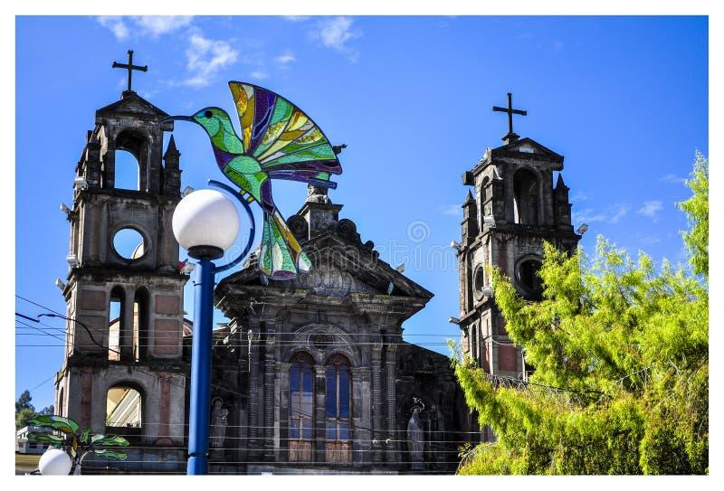 igreja na vila de Otavalo imagem de stock royalty free