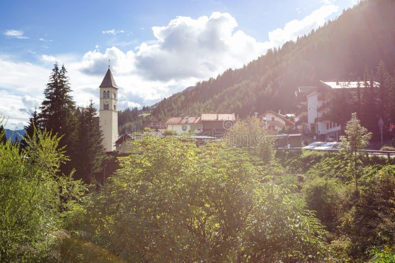 Igreja nas montanhas imagem de stock