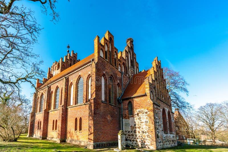 Igreja neogótica em Linum Brandemburgo imagem de stock