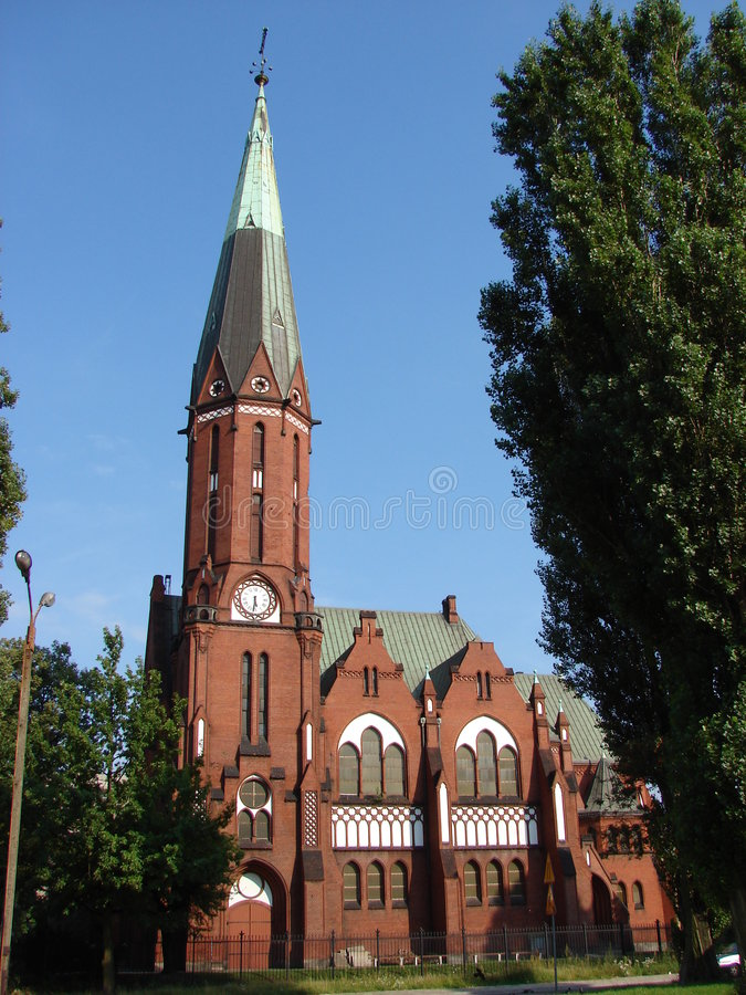 Igreja neogótica no verão fotos de stock royalty free