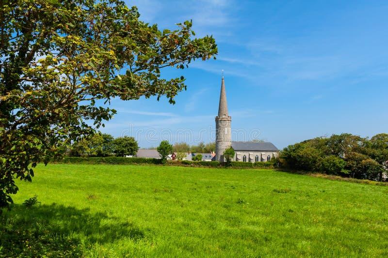 Igreja no campo de Guernsey imagens de stock