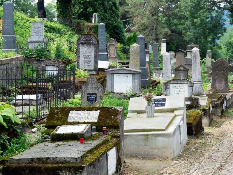 Igreja no cemitério alemão velho do monte, Sighisoara, Romênia fotos de stock royalty free