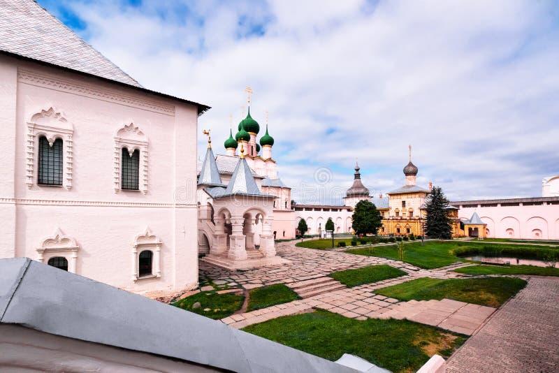 A igreja no Kremlin de Rostov imagens de stock