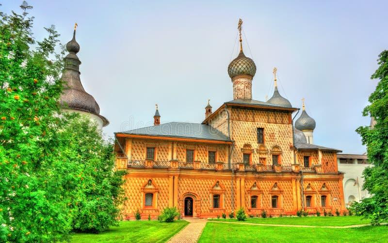 Igreja no Kremlin de Rostov, o anel dourado de Rússia fotos de stock