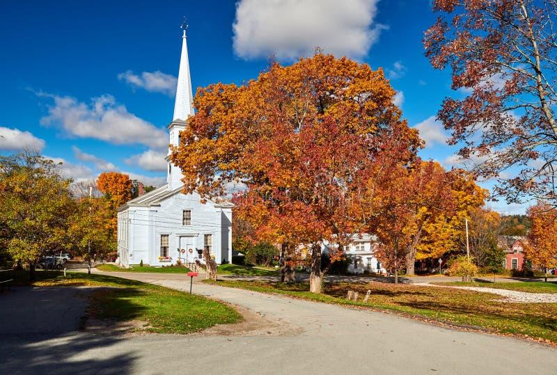 Igreja no outono foto de stock royalty free