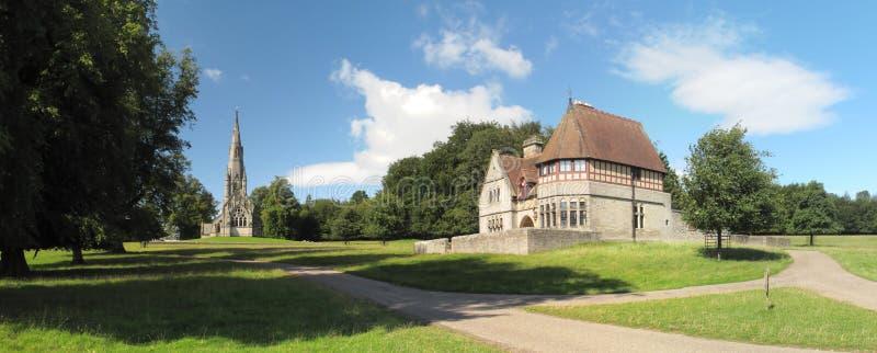 Igreja no parque real de Studley fotos de stock royalty free