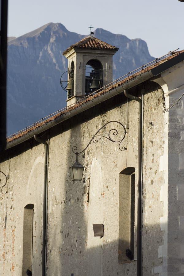 Igreja nos alpes foto de stock royalty free