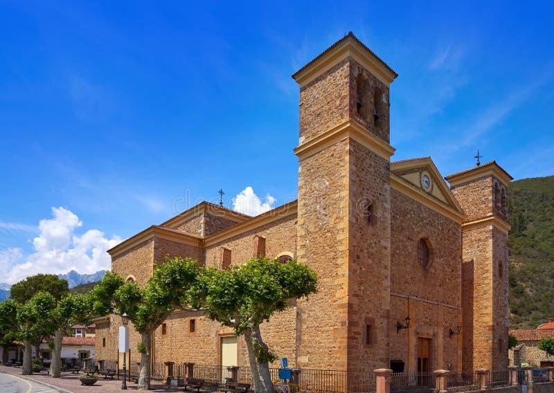 Igreja nova de Vicente de Saint de Potes na Espanha de Cantábria fotos de stock royalty free