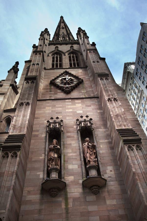 Igreja NYC da trindade das estátuas da marca de Matthew imagens de stock