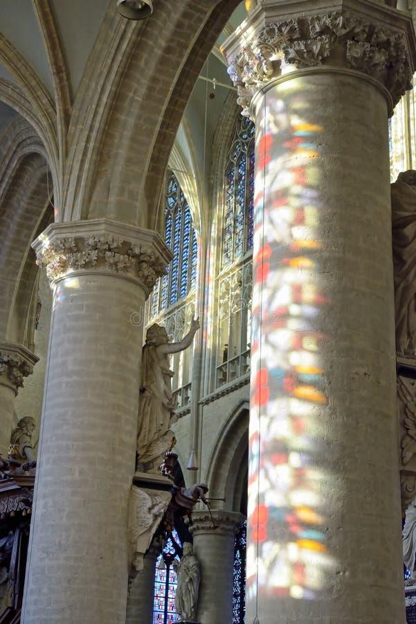 Igreja Onze-Lieve-Vrouw-sobre-de-Dijlekerk em Mechelen, Bélgica imagens de stock royalty free