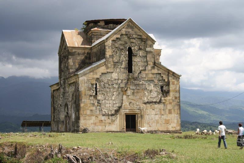 Igreja ortodoxa antiga em Abakhasia fotografia de stock