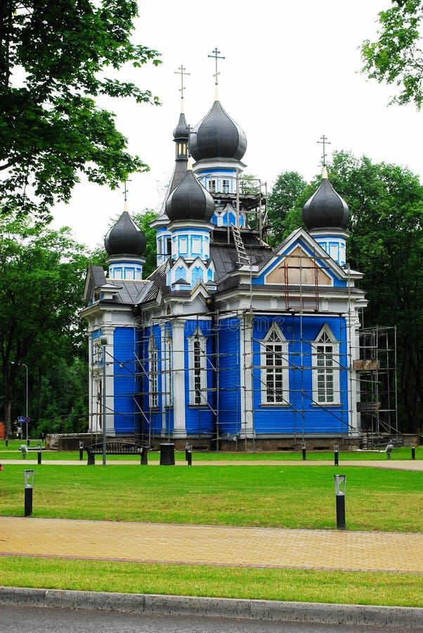 Igreja ortodoxa azul da cidade de Druskininkai em Lituânia foto de stock