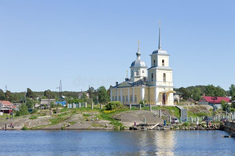 Igreja ortodoxa cristã no Lago Onega, Rússia do norte imagem de stock