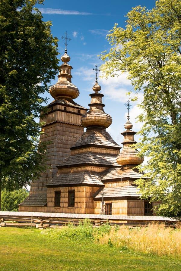 Igreja ortodoxa de madeira em Kwiaton, Polônia imagens de stock royalty free