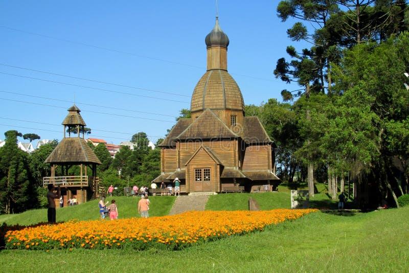 Igreja ortodoxa de madeira na cidade de Curitiba, Brasil imagens de stock