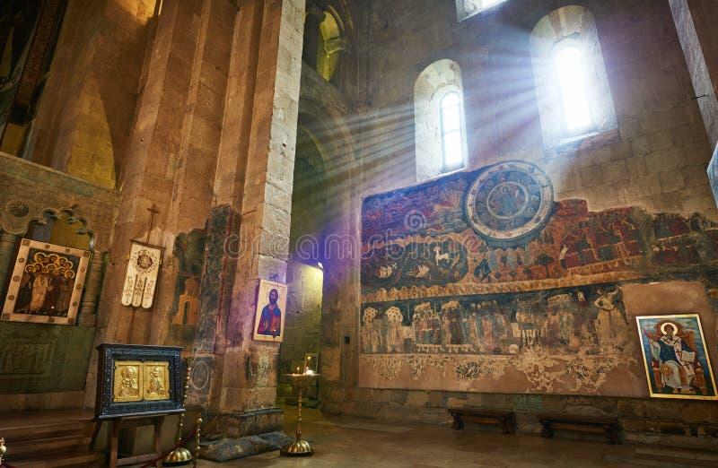 Igreja ortodoxa de Svetitskhoveli com pintura de parede antiga em Mtskheta, Geórgia fotografia de stock
