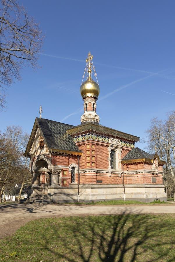 Igreja ortodoxa do russo no Homburg mau sob o céu azul fotografia de stock royalty free