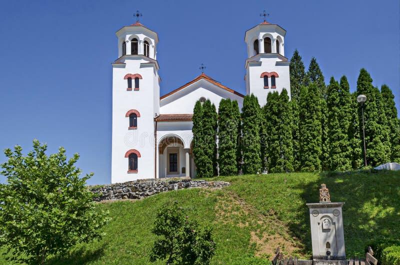 Igreja ortodoxa medieval no St Cyril do monastério de Klisura e em St Methodius, fundado no século XII, montanha Balcãs fotos de stock royalty free
