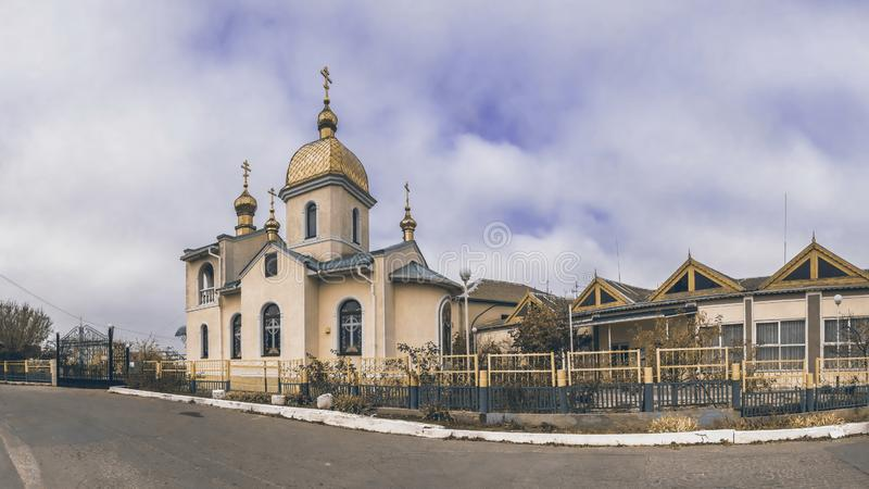 Igreja ortodoxa pequena da vila fotos de stock royalty free